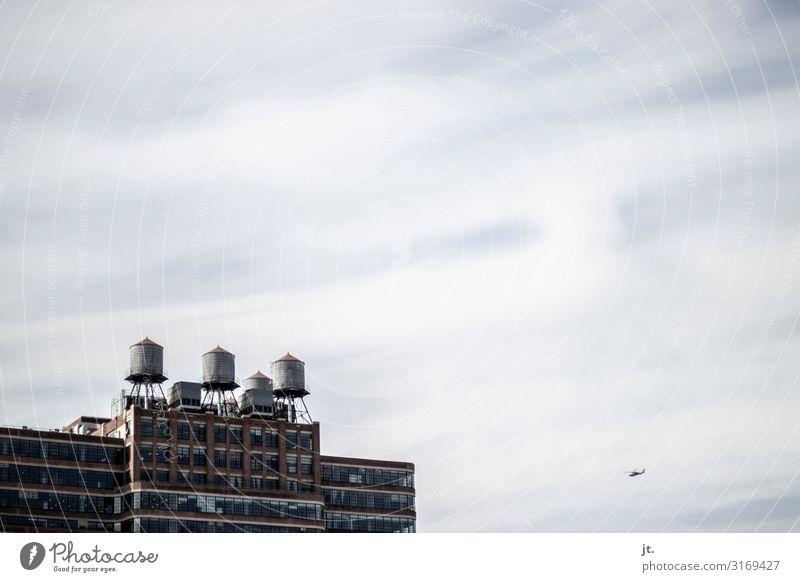 New Yorker Wassertanks Tank New York City Manhattan Stadt Hauptstadt Skyline Architektur Hubschrauber fliegen Ferien & Urlaub & Reisen Himmel Wolken Farbfoto