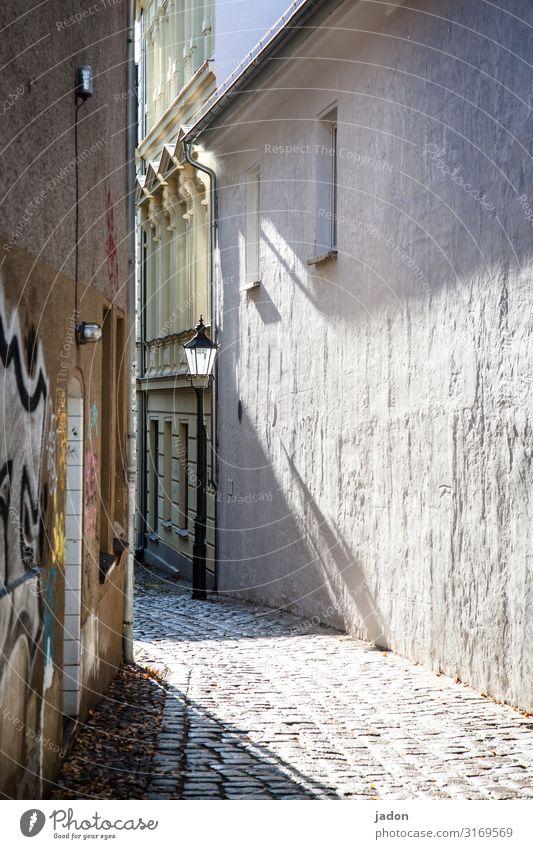 empty streets (6). Brandenburg an der Havel Stadt Altstadt Menschenleer Haus Gebäude Architektur Mauer Wand Fassade Fenster Wege & Pfade historisch Einsamkeit