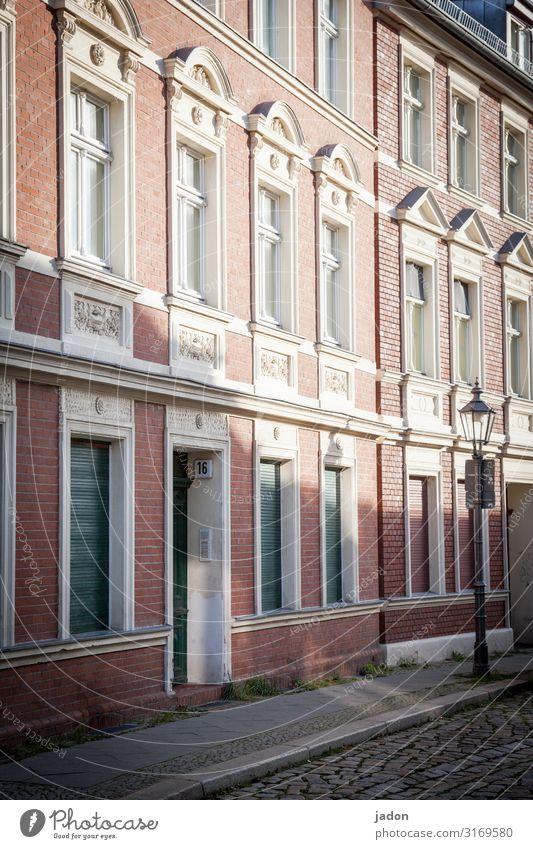 empty streets (2). elegant Stil Schönes Wetter Brandenburg an der Havel Stadt Altstadt Haus Mauer Wand Fassade Fenster ruhig Straßenbeleuchtung Lichtschein