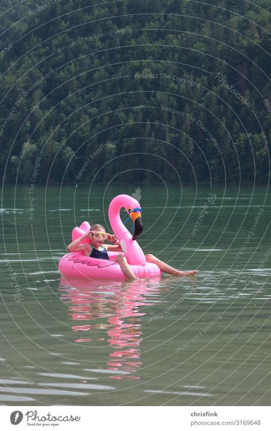 Kind auf See mit Schwimmtier Ferien & Urlaub & Reisen Tourismus Sommerurlaub Wellen Sport Schwimmen & Baden Mensch Mädchen 1 8-13 Jahre Kindheit Wasser Tier