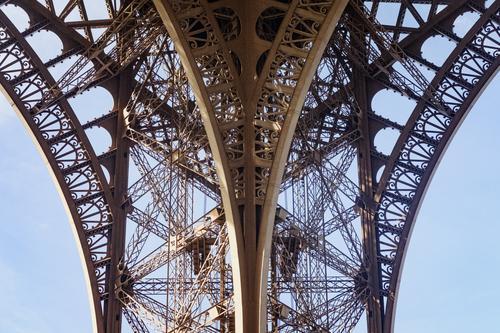 Detail des Eiffelturms alt außergewöhnlich retro ästhetisch Turm Stahl Paris Bogen Tour d'Eiffel Stahlträger Kontinuität