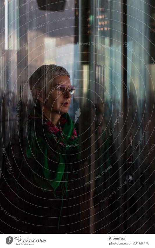 gläserner Mensch | UT HH19 feminin Frau Erwachsene 45-60 Jahre Lächeln Blick dunkel elegant Erfolg selbstbewußt Optimismus Willensstärke Mut Akzeptanz Vertrauen