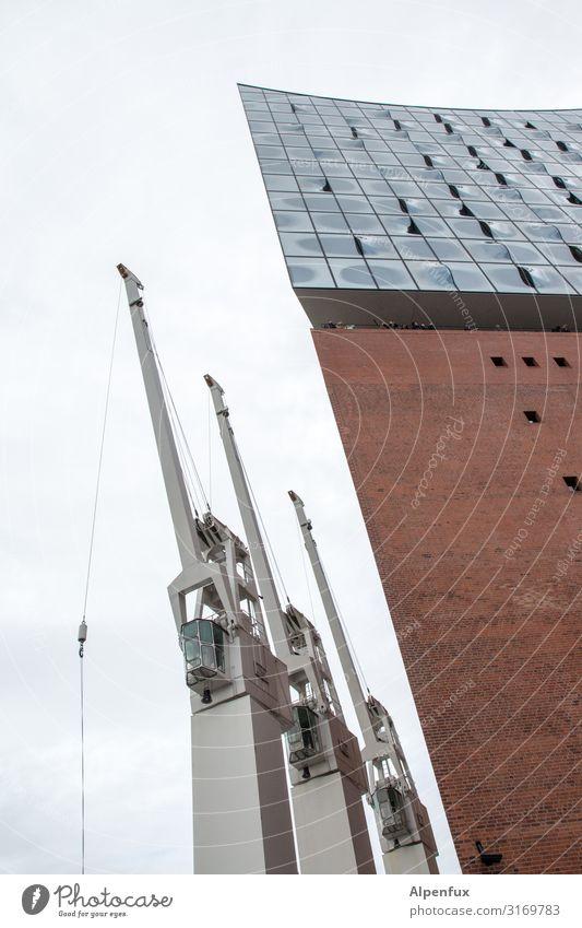 Drei Arbeitslose & eine Philbeschäftigte | UT HH19 Hafenkran Kran Hamburger Hafen Stadt Hafenstadt Architektur Sehenswürdigkeit Wahrzeichen Elbphilharmonie