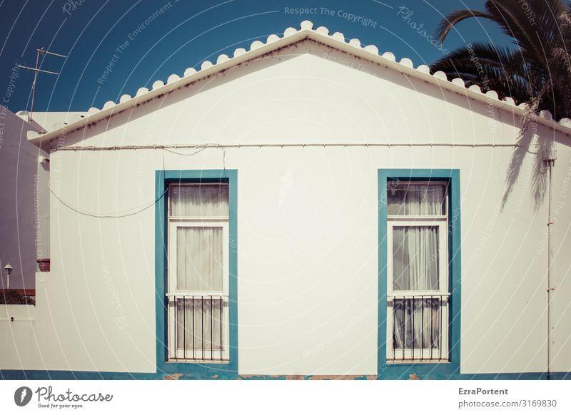 /Sommer\ Ferien & Urlaub & Reisen Tourismus Wohnung Haus Bauwerk Gebäude Architektur Mauer Wand Fassade Fenster Dach Linie hell blau weiß Portugal Palme Antenne