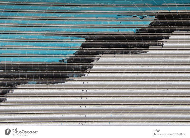 Detailaufnahme eines türkis-schwarz-grau gestrichenen Rolltores Gebäude Dekoration & Verzierung Metall Linie authentisch außergewöhnlich einfach einzigartig