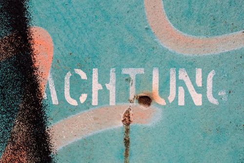 Achtung   UT HH19 Graffiti Angst Schriftzeichen Abenteuer gefährlich Hinweisschild Klima bedrohlich Zeichen Sicherheit Todesangst Konflikt & Streit