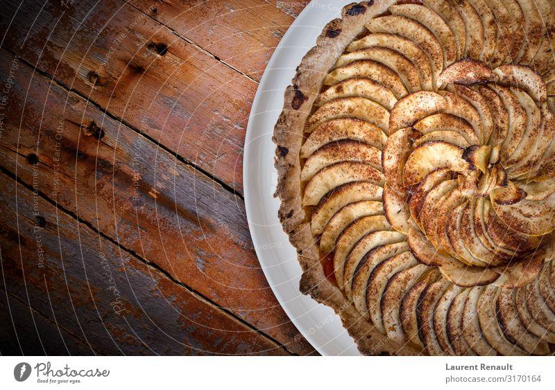 Traditioneller französischer Apfelkuchen über braunen Brettern Dessert Gastronomie gold backen Kuchen Essen zubereiten Kopie Kruste Lebensmittel Französisch