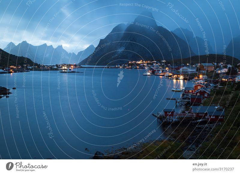 der Regen kommt Ferien & Urlaub & Reisen Städtereise Natur Landschaft Gewitterwolken Nachthimmel schlechtes Wetter Berge u. Gebirge Fjord Reine Norwegen