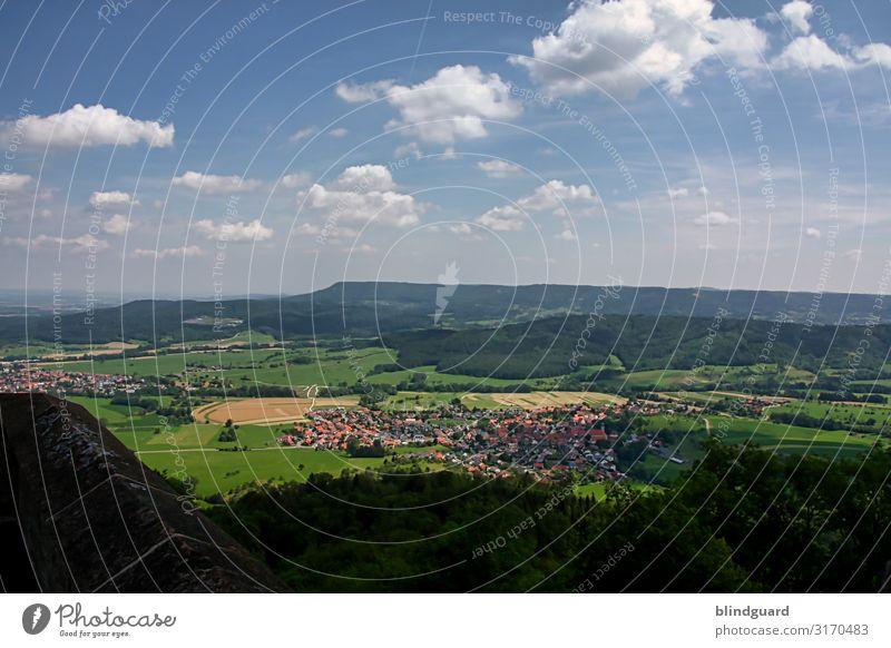 Unendliche Weiten (1) Himmel Ferien & Urlaub & Reisen Natur Sommer Landschaft Sonne Wolken Freude Wald Ferne Berge u. Gebirge Umwelt Tourismus Freiheit Ausflug