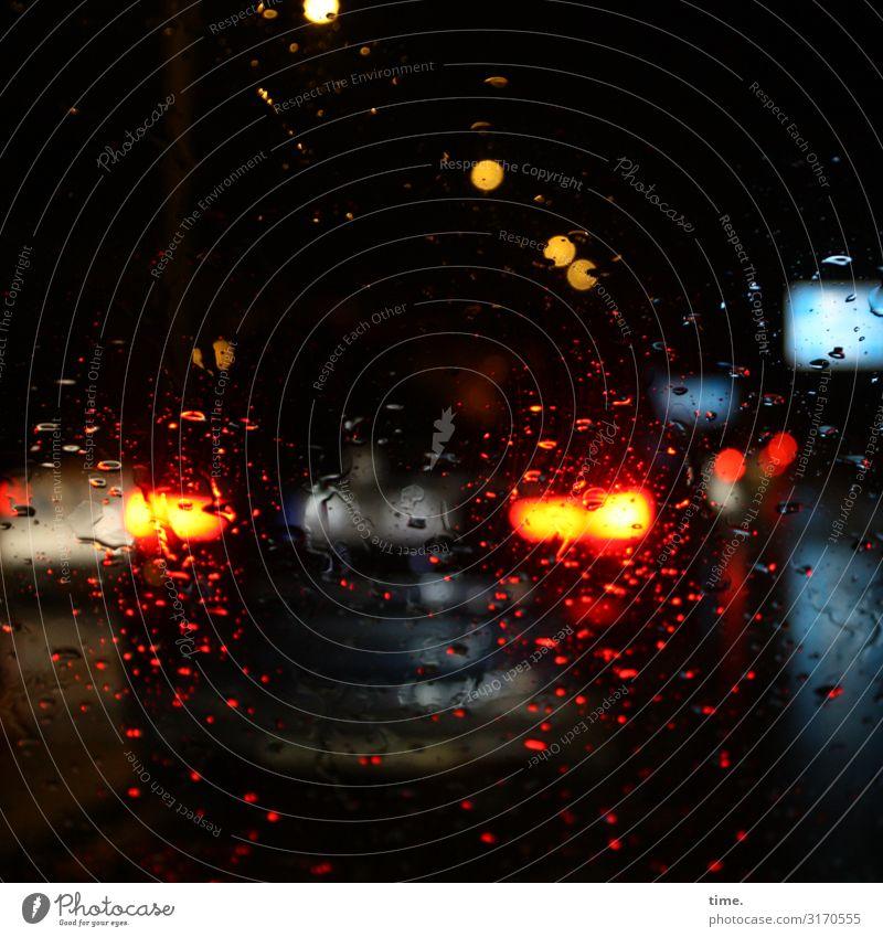 Raumdichte | unscharf schlechtes Wetter Regen Verkehr Verkehrswege Personenverkehr Autofahren Straße PKW Rücklicht Bremslicht Verkehrsstau dunkel nass achtsam