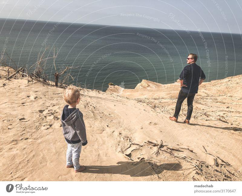 Vater mit Kind am Strand Urlaub Klippe Fernweh Vorbild Mensch Kleinkind Mann Erwachsene Familie & Verwandtschaft Kindheit Leben 2 Hügel Küste Meer frei