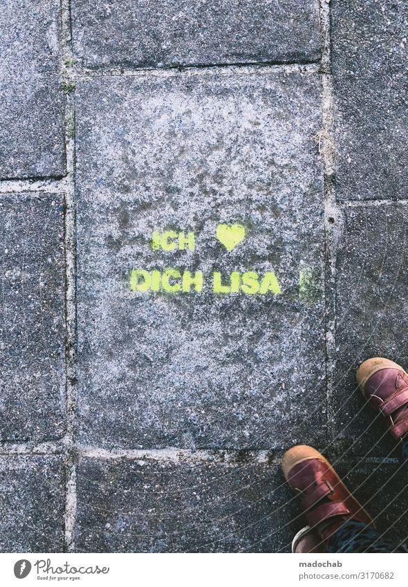 Liebeserklärung Lifestyle elegant Stil Zeichen Schriftzeichen Graffiti Fußspur trendy Kitsch schön Klischee süß trashig Gefühle Glück Vorfreude Sympathie