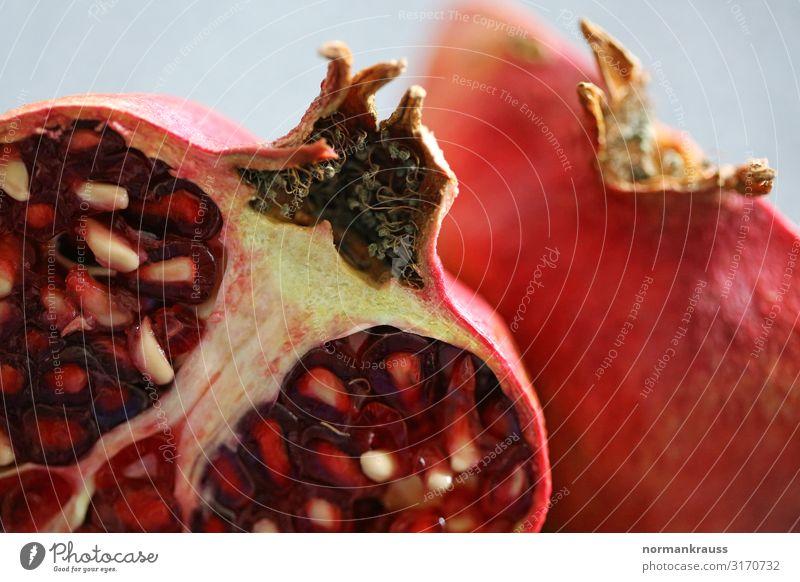 Granatapfel Lebensmittel Frucht Pflanze Nutzpflanze exotisch frisch Gesundheit gut lecker natürlich saftig rot genießen fruchtig Farbfoto Innenaufnahme