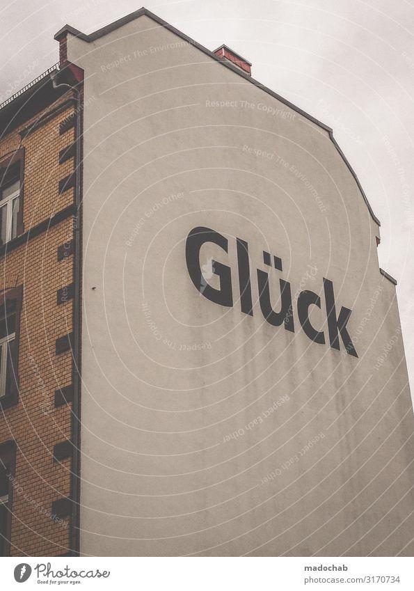Glück - Hausfassade mit Schriftzug Botschaft Stadt Ferne Lifestyle Graffiti Religion & Glaube Wand Berlin Business Mauer Fassade Häusliches Leben Wohnung