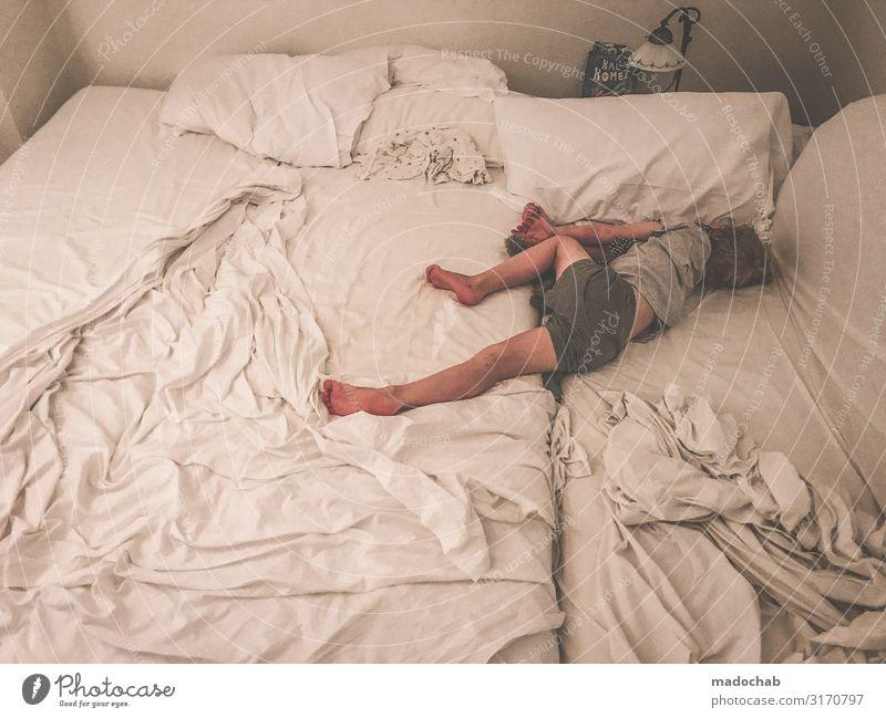 KingSize Gesundheit Wellness harmonisch Wohlgefühl Zufriedenheit Erholung ruhig Meditation Häusliches Leben Wohnung Bett Schlafzimmer Nachtleben Kind Kleinkind