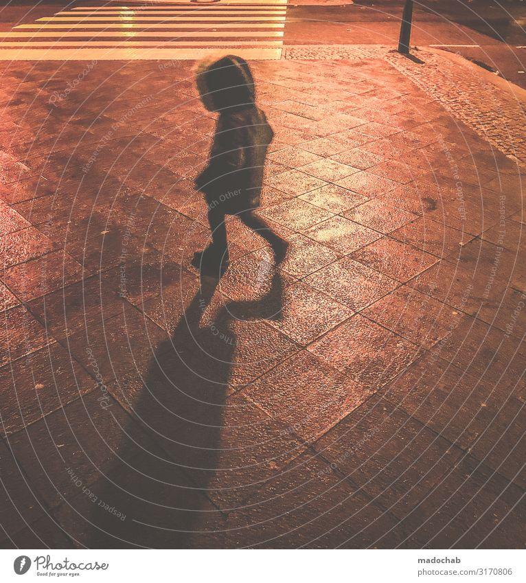 Bewegungsunschärfe an Silvester Mensch Kind Kleinkind Kindheit Leben 1 Stadt Menschenleer Mode laufen rennen Geschwindigkeit trashig trist Coolness kalt
