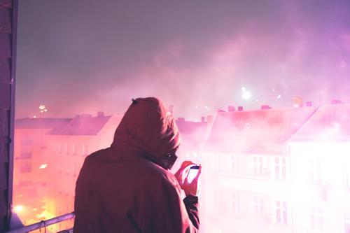 Alles ist erleuchtet - Silvester Feuerwerk hell rosa Lifestyle Feste & Feiern Silvester u. Neujahr Handy Technik & Technologie Unterhaltungselektronik