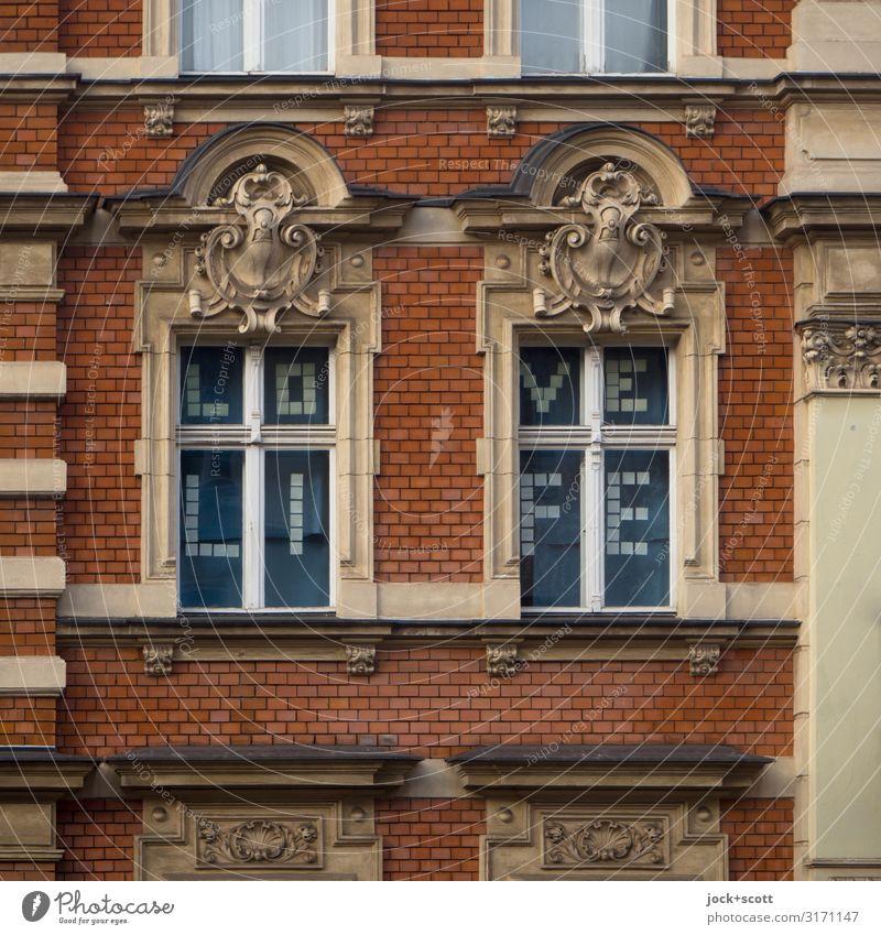 LOVE LIFE ein Gutbürgerliches Mietshaus Stil Schöneberg Stadthaus Fassade Fenster Etage Dekoration & Verzierung Backstein Wort oben Optimismus Geborgenheit