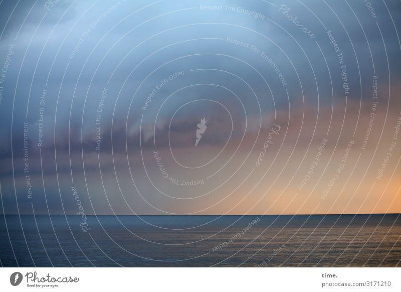 es braut sich was zusammen Umwelt Natur Landschaft Wasser Himmel Wolken Horizont Schönes Wetter schlechtes Wetter Unwetter Wind Sturm Wellen Küste Ostsee