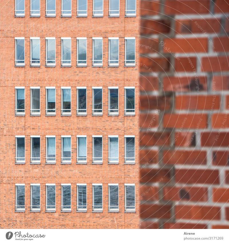 Fassade, einfach | UT Hamburg Menschenleer Backsteinfassade Fensterfront Glas Metall eckig Stadt grau orange rot Ordnungsliebe Langeweile planen Präzision rein
