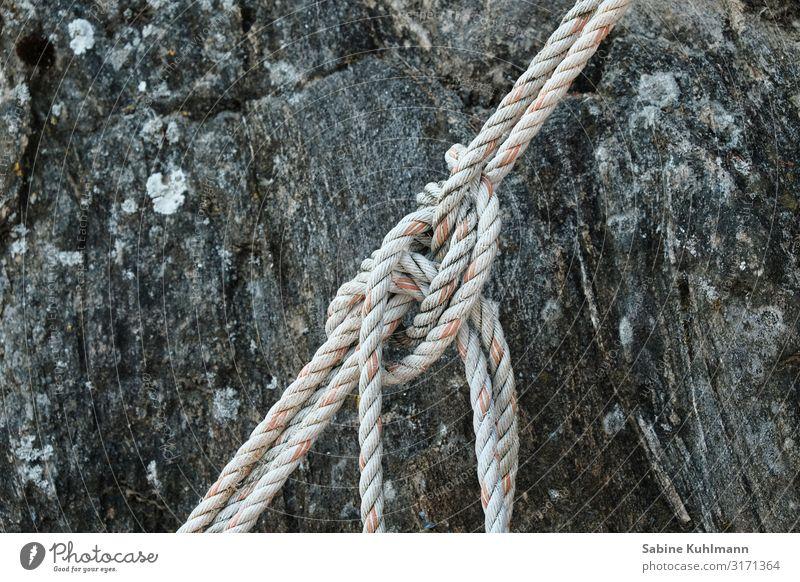 Knoten Schifffahrt Seil alt fest maritim trist Stadt Gedeckte Farben Außenaufnahme Menschenleer Textfreiraum links Textfreiraum rechts Textfreiraum oben Tag