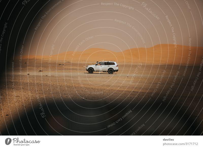 Geländewagen durchquert die Wüste Sahara Freude Ferien & Urlaub & Reisen Ausflug Abenteuer Freiheit Safari Expedition Motorsport Natur Landschaft Sand Atlas