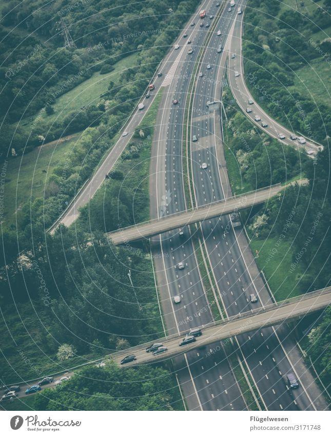 Verkehrsinfarkt Straße PKW Geschwindigkeit Eile Autobahn Teer Schnellstraße Ausland Geschwindigkeitsbegrenzung Autobahnkreuz