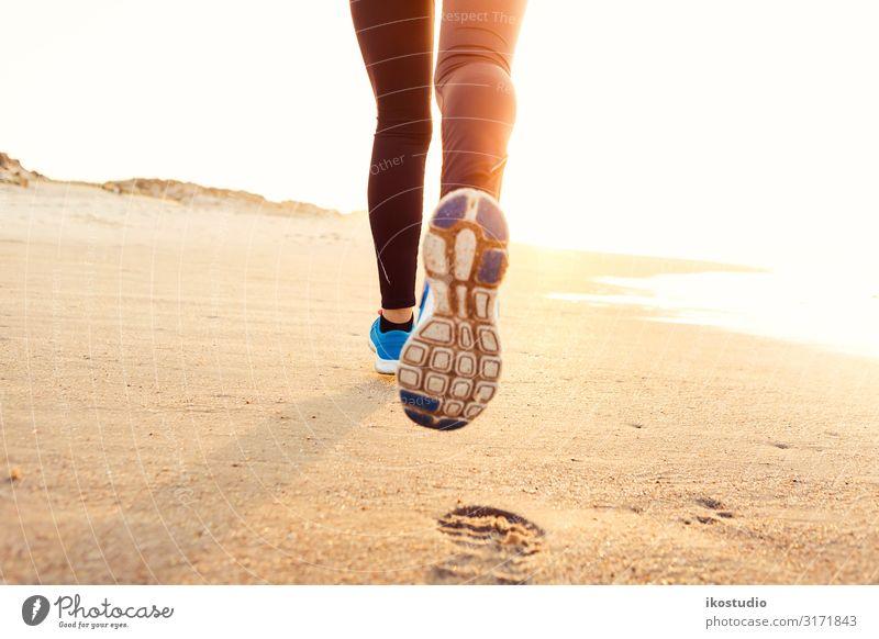 Laufen Lifestyle Sommer Strand Meer Sport Fitness Sport-Training Joggen Mensch Frau Erwachsene Fuß 1 18-30 Jahre Jugendliche Turnschuh frei laufen Spaziergang