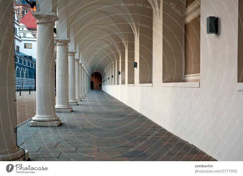 Stallhof, Dresden Ferien & Urlaub & Reisen Stadt Reisefotografie dunkel Architektur Tourismus Kultur Perspektive Hauptstadt Städtereise Altstadt Sachsen Bogen