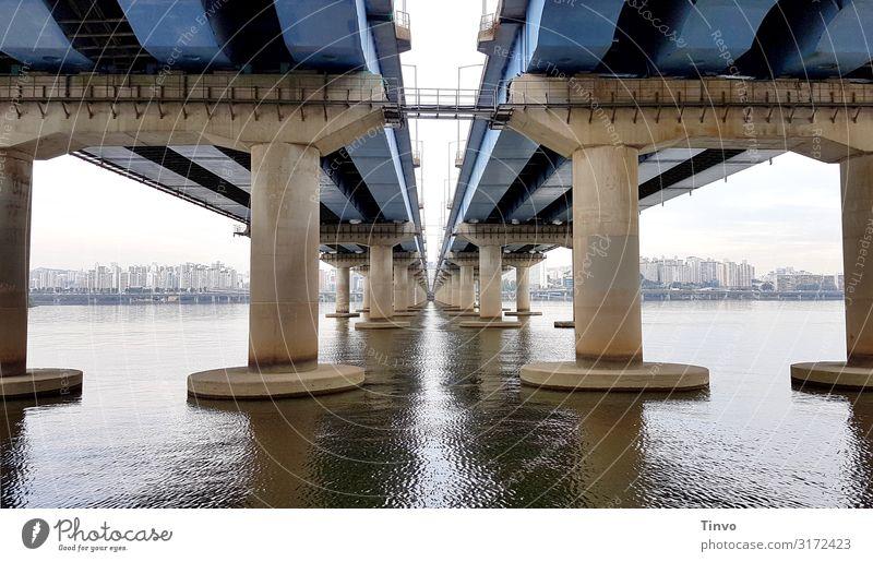 under the bridge Fluss Hangang Hauptstadt Skyline Brücke Verkehr Verkehrswege Autobahn außergewöhnlich groß lang Stadt blau Verbindung Brückenpfeiler mehrspurig
