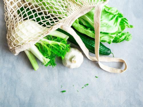 Grünes Gemüse in einer wiederverwendbaren Einkaufstasche Gesunde Ernährung grün Gesundheit Lebensmittel Lifestyle Umwelt natürlich genießen kaufen Klima lecker