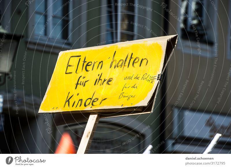 Eltern haften Umwelt Gefühle Stimmung Schriftzeichen Schilder & Markierungen Zukunft Hinweisschild Klima Wandel & Veränderung Zukunftsangst Wut Mut