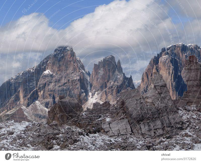 Dolomiten Umwelt Natur Landschaft Luft Himmel Wolken schlechtes Wetter Eis Frost Schnee Felsen Alpen Berge u. Gebirge Gipfel gigantisch wild blau grau weiß