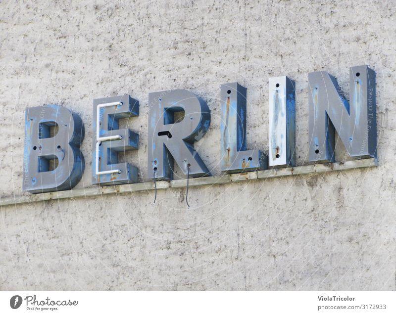 BERLIN! Ferien & Urlaub & Reisen alt blau Stadt Architektur Wand Berlin Gebäude Tourismus Mauer Stein Fassade grau Metall Schriftzeichen Schilder & Markierungen
