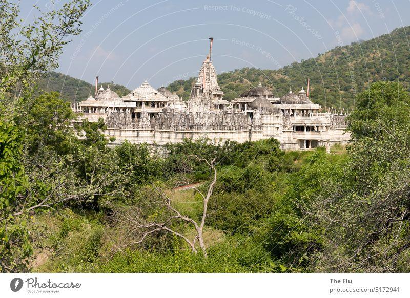 Jain-Tempel in Ranakpur - Rajasthan Ferien & Urlaub & Reisen Sommer Pflanze blau grün weiß Landschaft Ferne Berge u. Gebirge Architektur Tourismus Stein