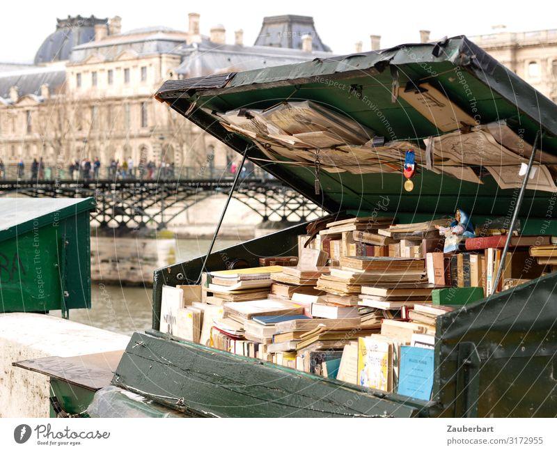 Alte Medien / Antiquarische Bücher am Ufer der Seine lesen Städtereise Buch Antiquariat Buchladen Paris Frankreich Brücke Kiste Holz kaufen