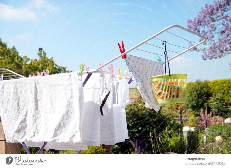Wäscheständer - Gestelltrockner Wäscheklammern Umwelt Himmel Wolken Frühling Sommer Klima Schönes Wetter Garten Haus Terrasse T-Shirt Küchenhandtücher