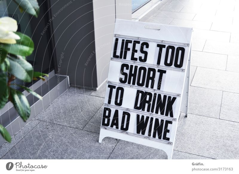 ...und schlechten Kaffee kaufen Reichtum Stil Restaurant Bar Cocktailbar Fußgängerzone Zeichen Schriftzeichen Ziffern & Zahlen Schilder & Markierungen