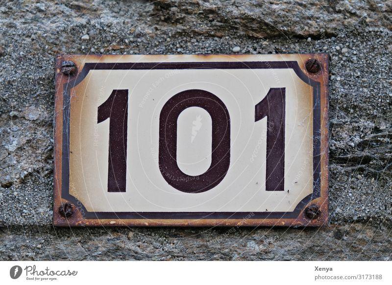 101 alt weiß Wand Mauer Stein braun Fassade grau Metall Ziffern & Zahlen Rost Hausnummer Blechschild