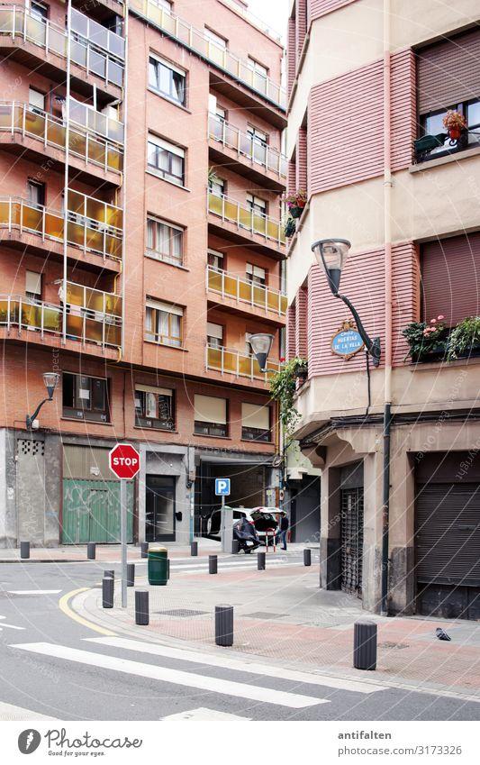 STOP in Bilbao Ferien & Urlaub & Reisen Stadt Haus Fenster Straße Architektur Lifestyle Leben Wege & Pfade Tourismus Häusliches Leben Wohnung Freizeit & Hobby