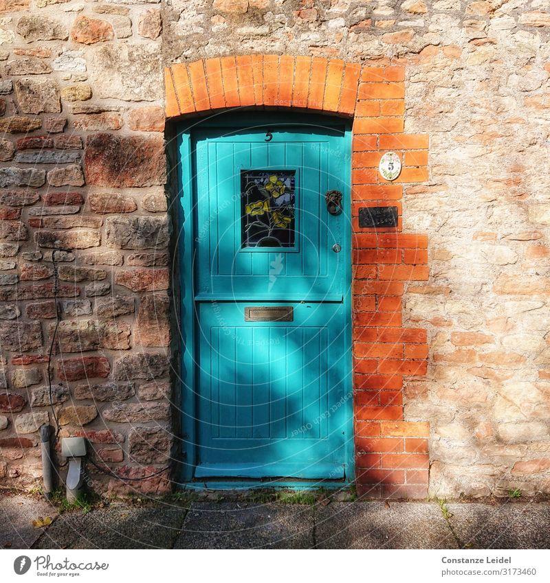 Haustüre Dorf Kleinstadt Stadtzentrum Stadtrand Einfamilienhaus Mauer Wand Tür braun orange türkis Farbfoto mehrfarbig Außenaufnahme Nahaufnahme