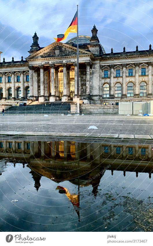Bundestag² Wasser Architektur Berlin Ordnung Zukunft Sehenswürdigkeit Macht Wahrzeichen Bauwerk Hauptstadt Stadtzentrum Politik & Staat Pfütze