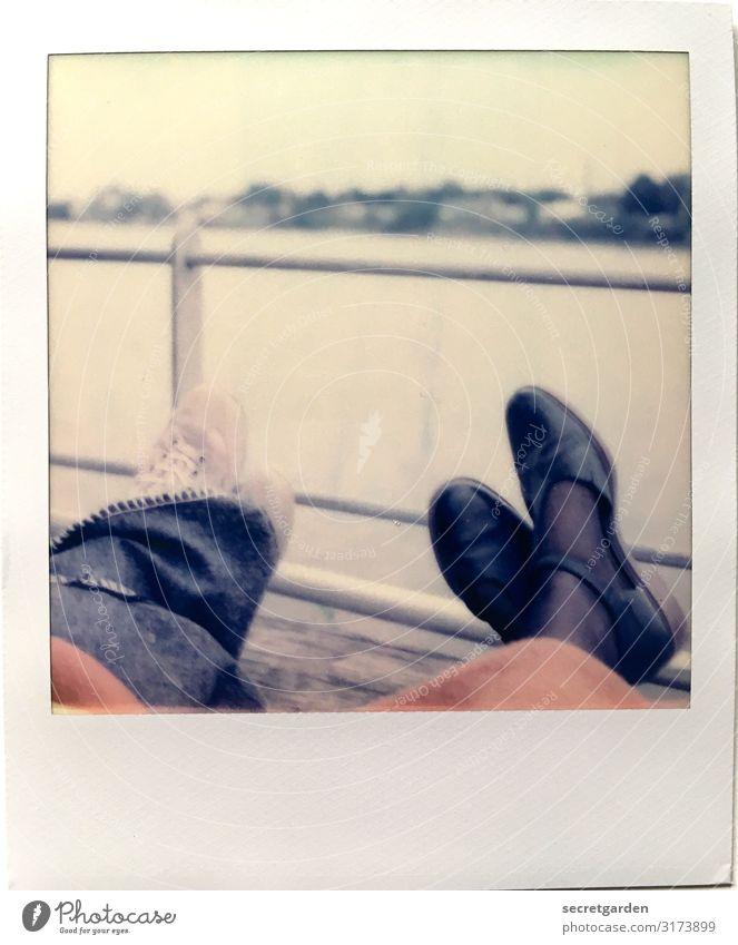 Neues Jahr, neue Vorsätze. Mensch Himmel Ferien & Urlaub & Reisen Erholung ruhig Lifestyle Leben Herbst feminin Paar Fuß Freundschaft Zufriedenheit retro Nebel
