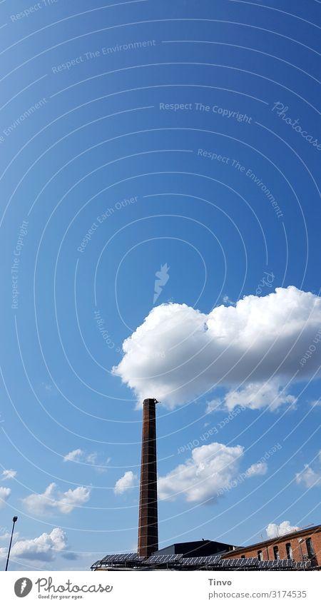 Wolkenfabrik Umwelt Himmel Klima Klimawandel Schönes Wetter Fabrik Schornstein Umweltverschmutzung Umweltschutz Illusion Fabrikschornstein Rauch Fabrikgebäude