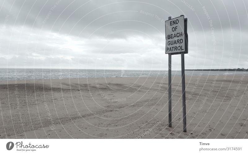 End of Beach Guard Patrol Natur Wolken Strand Meer Hinweisschild Warnschild Sicherheit einsamer Strand dezente Farben Farbfoto Außenaufnahme Menschenleer