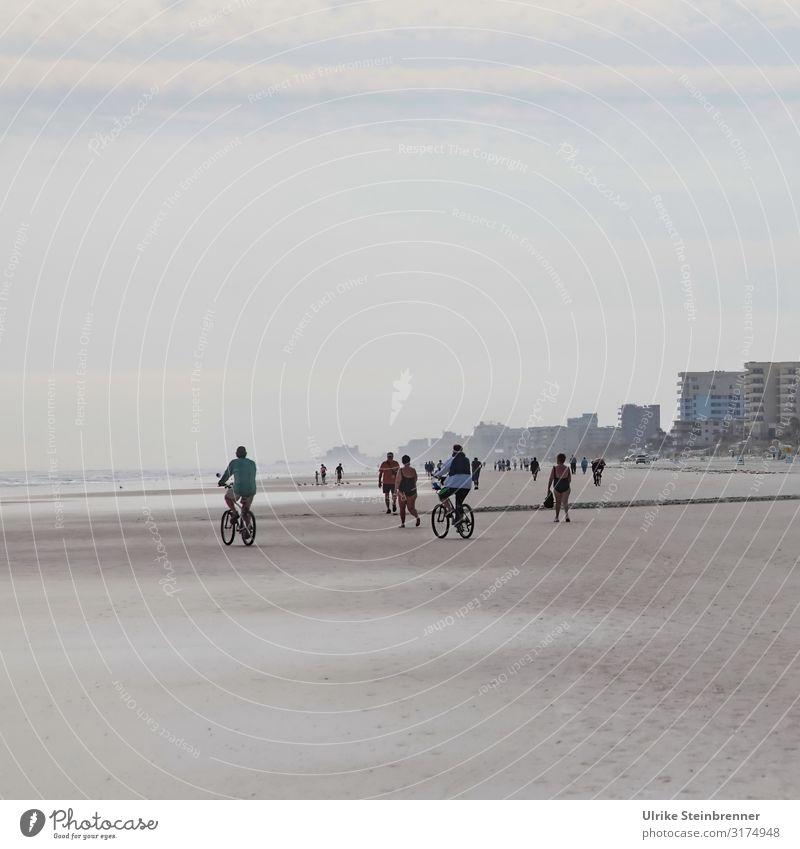 Relaxation on the beach Freude Freizeit & Hobby Ferien & Urlaub & Reisen Städtereise Fitness Sport-Training Fahrradfahren Mensch maskulin feminin Erwachsene