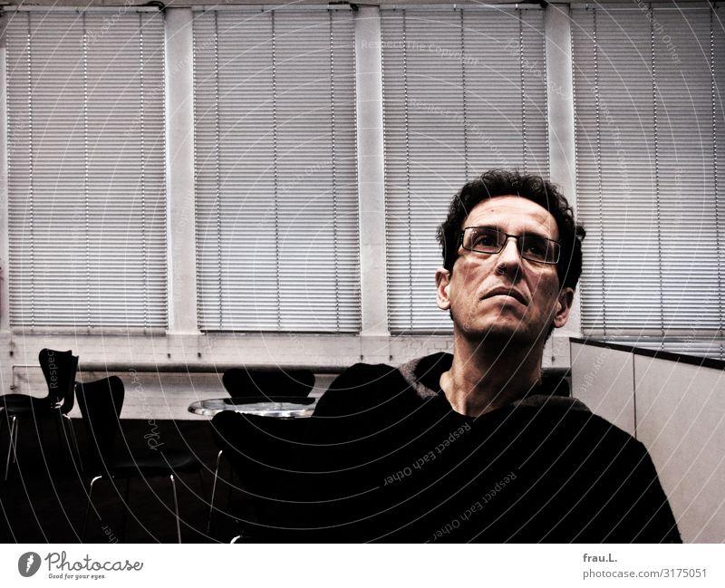 Fragen über Fragen Mensch maskulin Mann Erwachsene Kopf 1 45-60 Jahre Kultur Museum Pullover Brille schwarzhaarig Locken beobachten Denken Blick authentisch