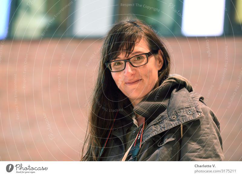 Entspannt II | UT HH19 Mensch feminin Frau Erwachsene Leben 30-45 Jahre Brille brünett langhaarig Pony Lächeln leuchten Blick Freundlichkeit Fröhlichkeit frisch
