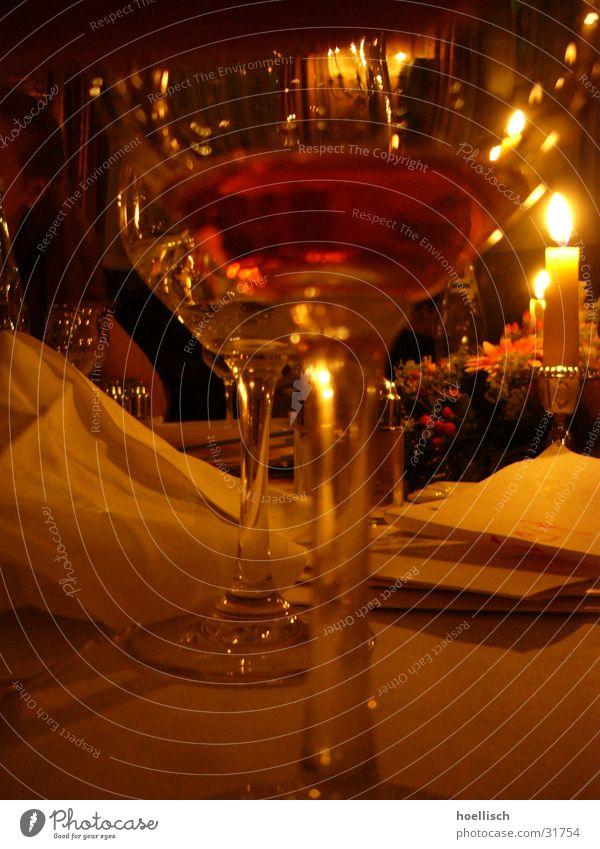 Tisch-Impression Glas Ernährung Kerze Wein Hotel Restaurant Pfeffer Weinglas Lokal Speisekarte Kräuter & Gewürze Getränk Abu Dhabi Salzstreuer Le Méridien Hotel