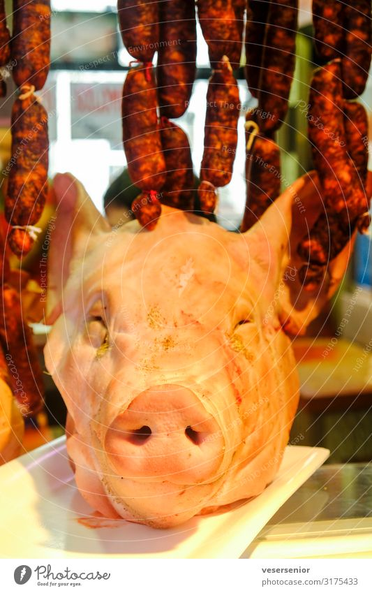 Schwein 1 Lebensmittel Fleisch Wurstwaren Nutztier Totes Tier Schweinekopf gruselig lecker bizarr Dekadenz genießen skurril Farbfoto Innenaufnahme Nahaufnahme